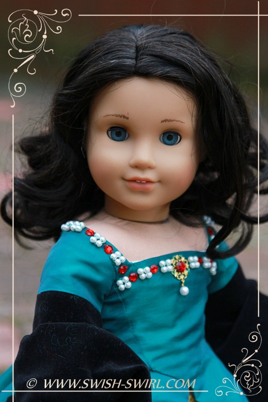 Claire Fraser (Chrissa with #41 wig)